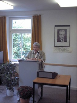 Vereinsvorsitzende Doris Müller spricht